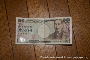 japanese 10000 Yen bill 300x200 Budget to travel in Japan: Working Holiday Visa and Student