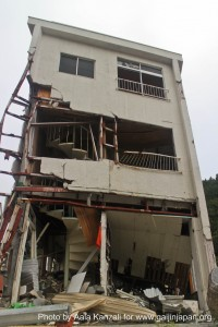 kamaishi iwate tohoku damaged building 200x300 About earthquake in Japan: what to do when they happen?
