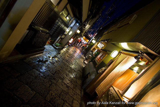 Osaka Safari avec Angelo - rue d'Osaka la nuit