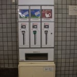 distributeur de masques et papier toilette au Japon