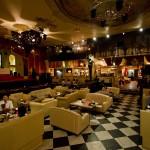 Christon Church Cafe Shinjuku Tokyo - salle a moitié pleine