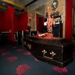 vampire cafe ginza tokyo - cercueil