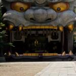 Namba Yasaka sanctuaire shinto à Osaka avec tête de lion tigre (1)