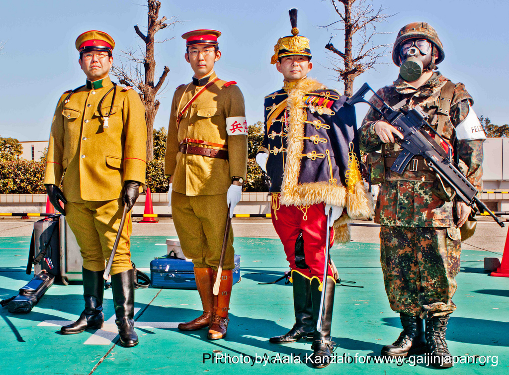 cosplayers soldiers at comiket 81 december 2011 at Tokyo, soldat cosplayer au comiket 81 décember 2011 à Tokyo