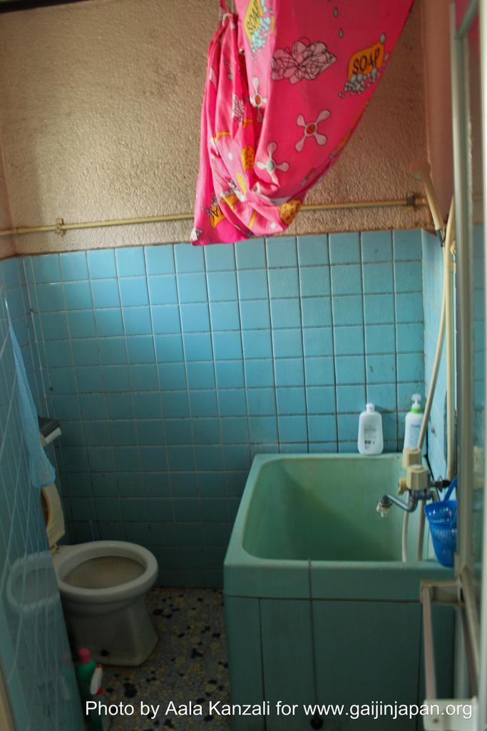 tokyo guesthouse, toilets, bathroom, toilettes, salle de bain, japon, japan