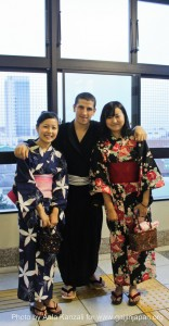 leafcup yukata de yakatabune party - august 28 2011 - aala and 2 girls