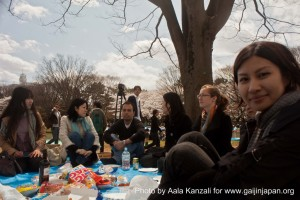 sakura hanami at yoyogi koen tokyo japan april 7 2012 - aki & meetup group