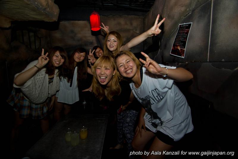 lockup shibuya tokyo japon - filles japonaises