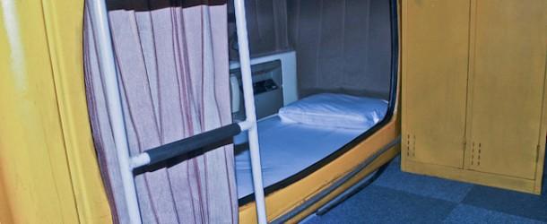 Hôtel capsule au Japon, dormez dans des boîtes empilées